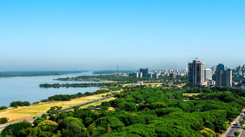 Vista geral de Porto Alegre. Viajar em novembro.