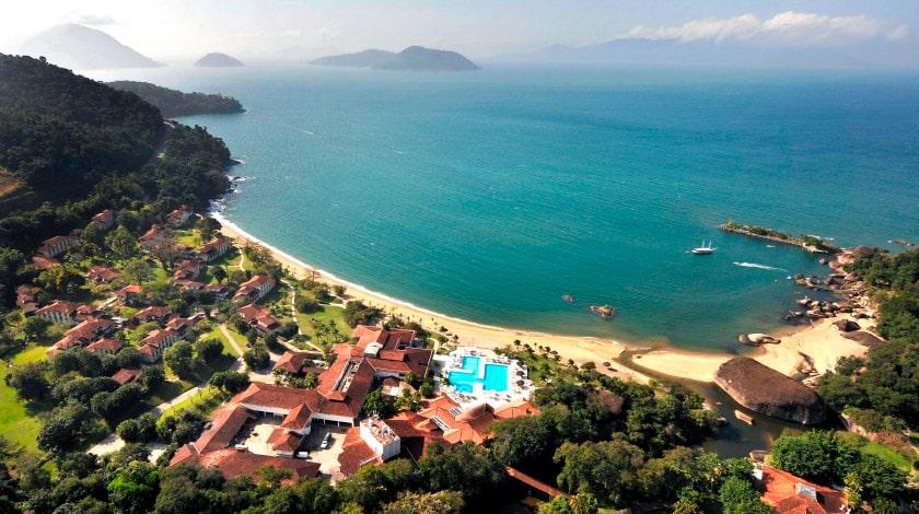 Visão aérea para praia e mar de Mangaratiba