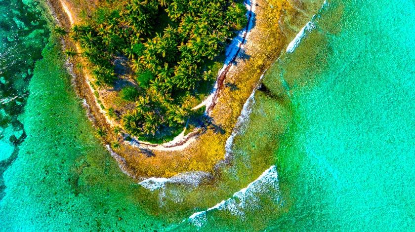 Visão aérea de uma ilha de San Andrés, no Caribe Colombiano