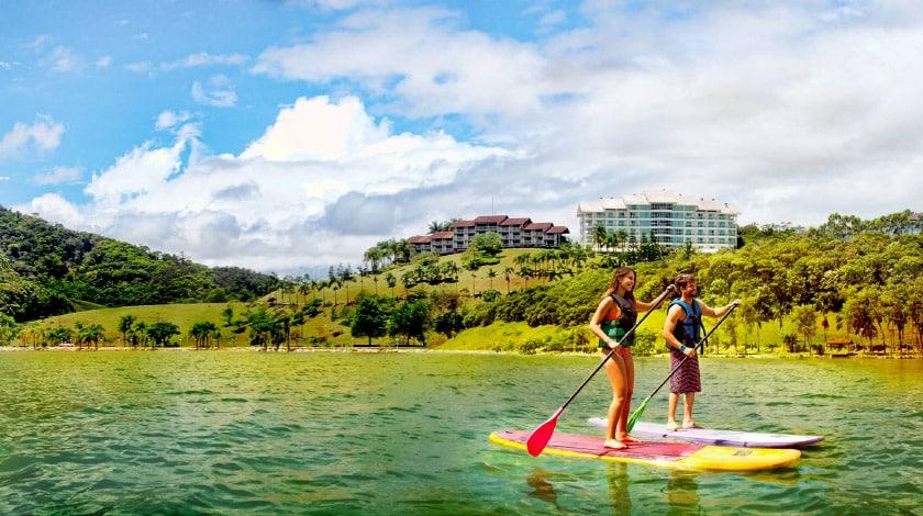 Stand up paddle no lago do Fazzenda Park Hotel