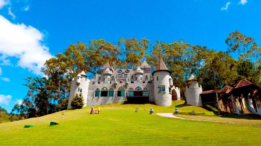 Castelo Medieval do Parc Magique, no Magique Le Canton
