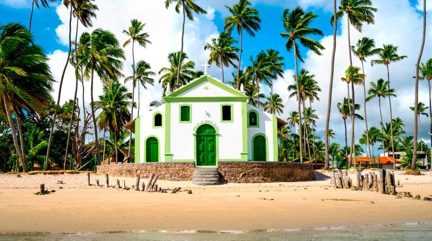 Frente da Capela de São Benedito, na Praia dos Carneiros