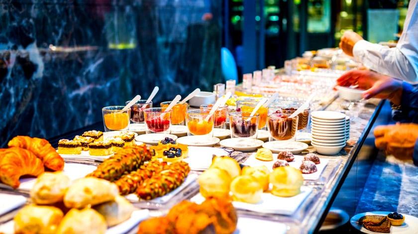 Buffet de café da manhã servido em hotéis