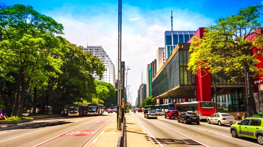 Avenida Paulista e lateral do MASP