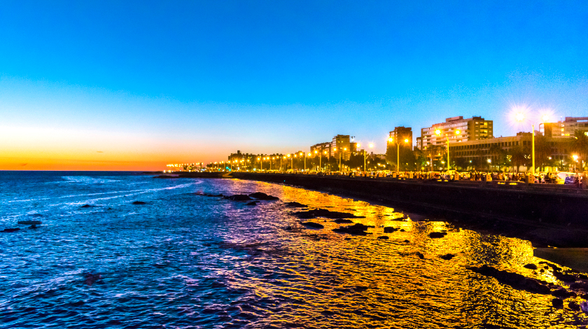 Orla de Montevidéu à noite, no Uruguai