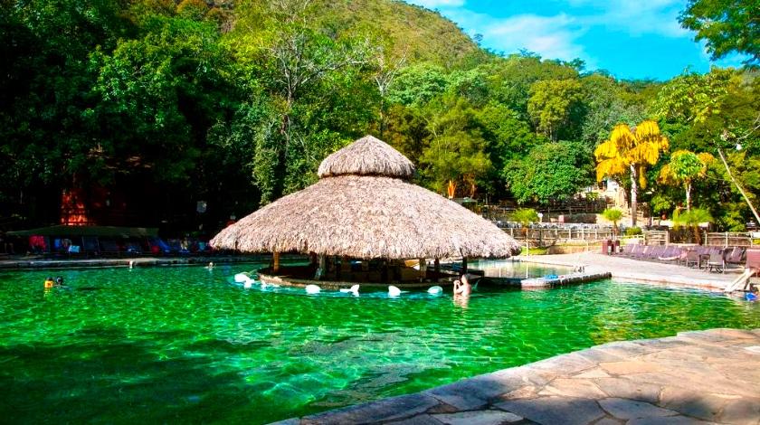Bar molhado no Parque das Fontes, no Rio Quente Resorts