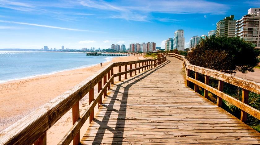 Playa Mansa, em Punta del Este, ideal para viajar em fevereiro