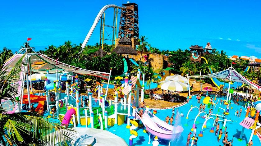 Vista geral do Aqua Circo, atração do Beach Park, em Fortaleza