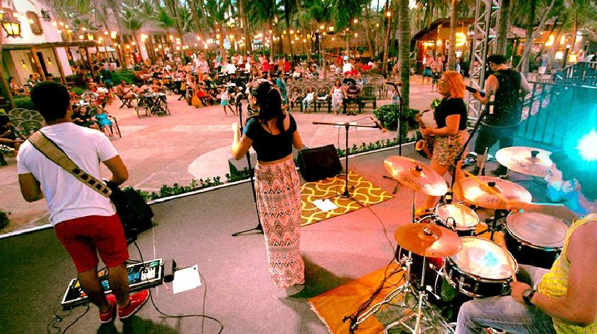 Banca tocando no projeto Beach Sounds, no Restaurante da Praia