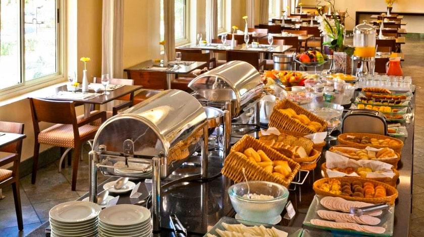 Buffet de café da manhã do Bourbon Barra da Tijuca