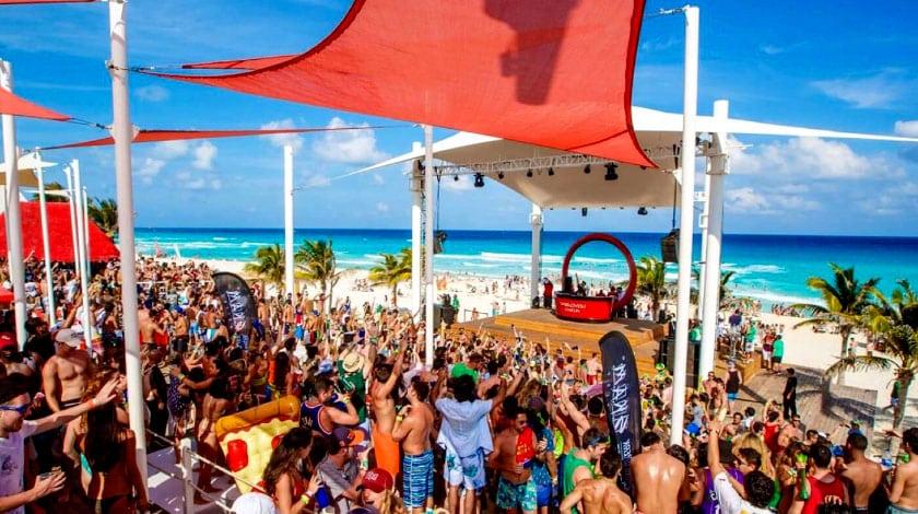Festa de Spring Break no Grand Oasis Cancun