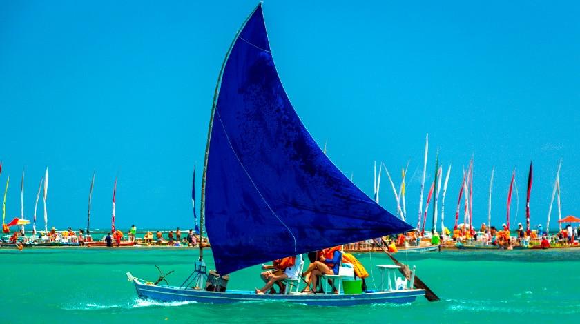 Barco à vela na Praia de Pajuçara