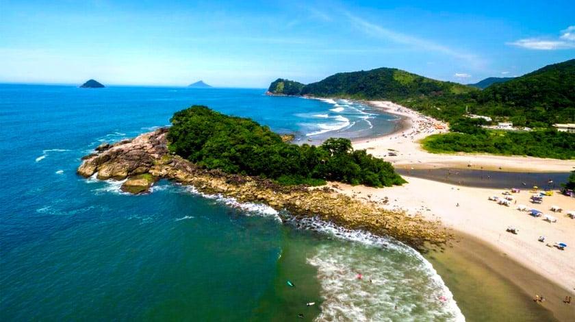 Praia de Camburi, em São Sebastião, no Litoral Norte de SP