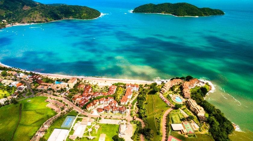 Vista geral para a Praia de Tabatinga, opção para famílias no Litoral Norte de São Paulo