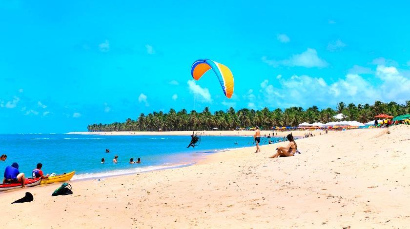Turistas na Praia do Gunga, em Alagoas
