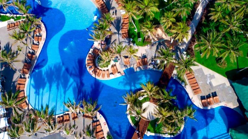 Vista aérea da piscina do resort The Pyramid at Grand Oasis Cancun