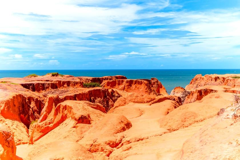 Monumento Natural das Falésias, em Beberibe, Ceará