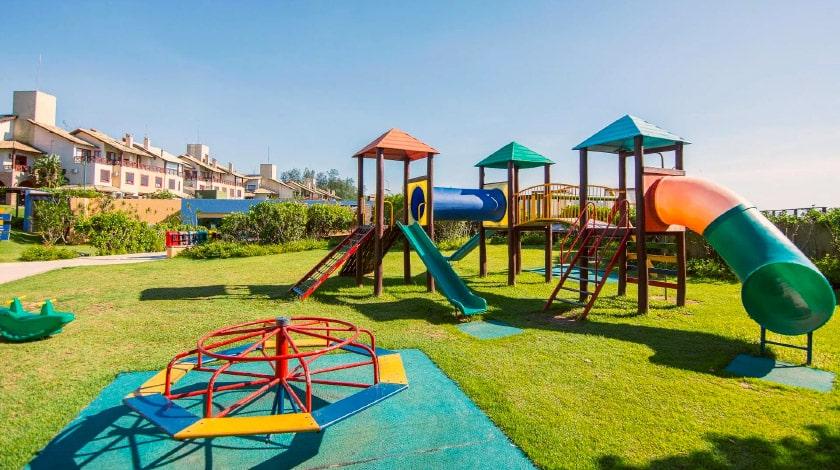 playground costão do santinho resort; resorts para viajar com bebês