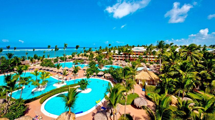 Vista aérea da piscina do Iberostar Punta Cana, resort da promo Welcome to Punta Cana
