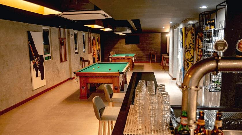 Bar e mesas de sinuca do Pub, bar exclusivo para adultos do Japaratinga Lounge Resort