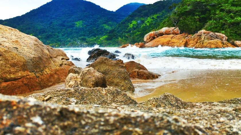 Praia do Cachadaço, em Trindade
