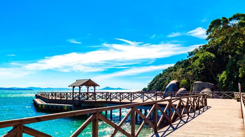 Cais da Praia das Laranjeiras, em Balneário Camboriú