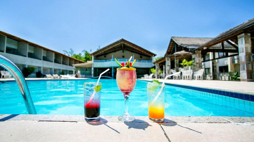 Drinks na beira da piscina principal