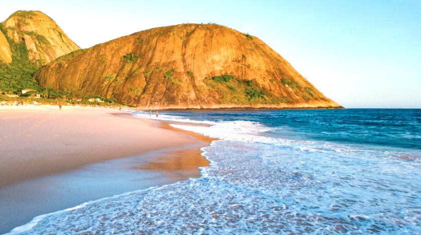 Praia de Itacoatiara, em Niterói