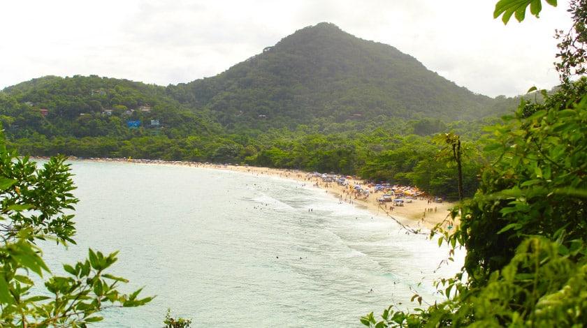Vista geral Praia do Félix, uma das melhores praias de Ubatuba