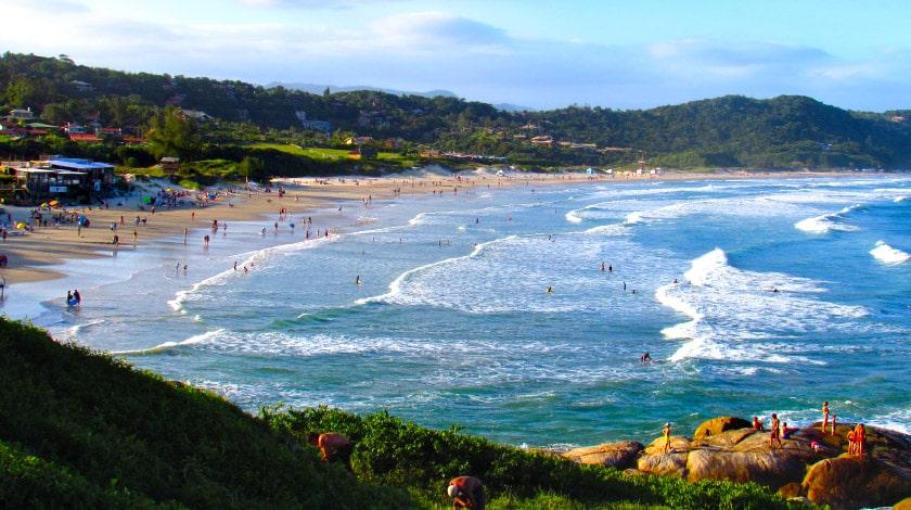 Lua de mel na Praia do Rosa, Santa Catarina.
