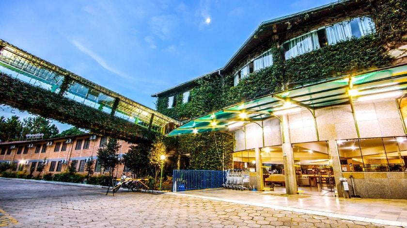 Foto da fachada do Vilage Inn Poços de Caldas.