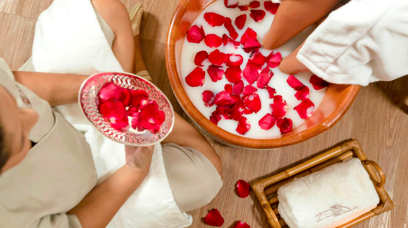 Tratamento com rosas no Zena Luxury SPA