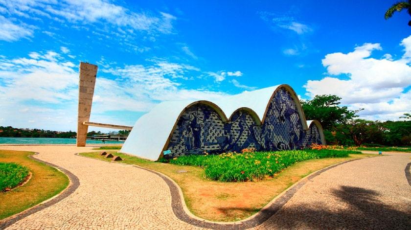 Vista frontal da Capela de São Francisco de Assis, em Minas Gerais