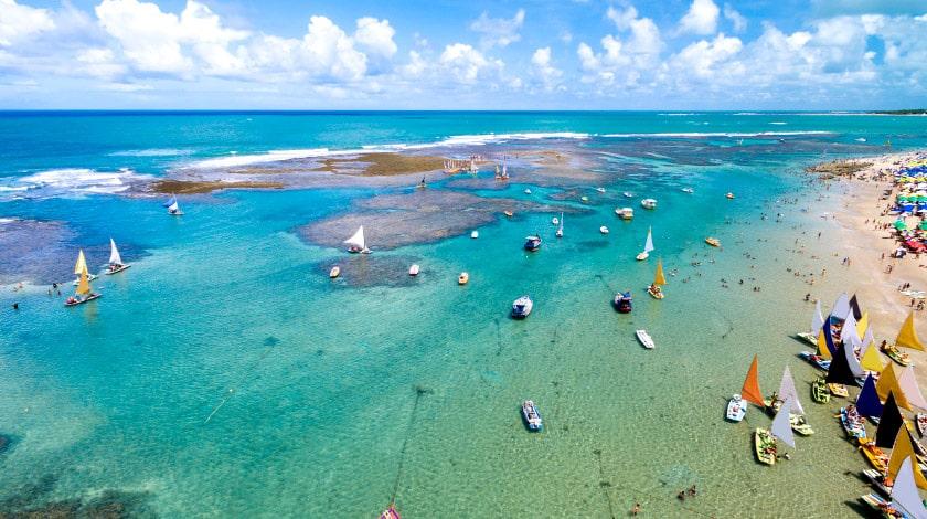 Vista aérea das piscinas naturais de Porto de Galinhas, em Pernambuco