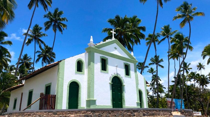 Capela de São Benedito, na Praia de Carneiros