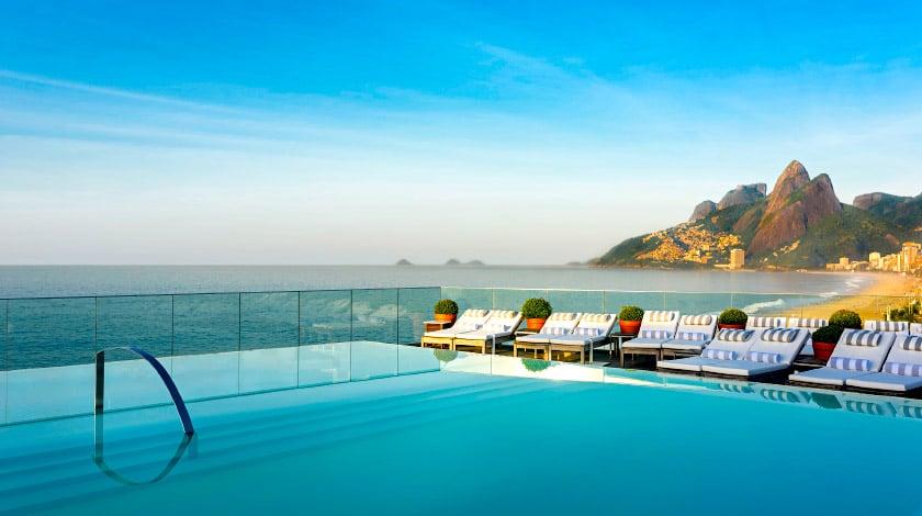 Piscina do Fasano Rio de Janeiro e vista sobre o mar de Ipanema