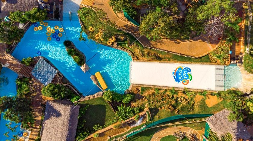 Foto área da piscina do Hot Park, com acesso exclusivo aos hóspedes do complexo Rio Quente