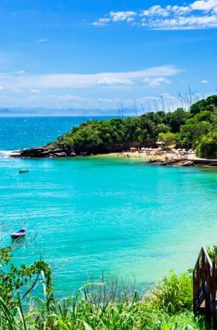 Praias deliciosas e cenários rústicos: confira o que fazer em Búzios