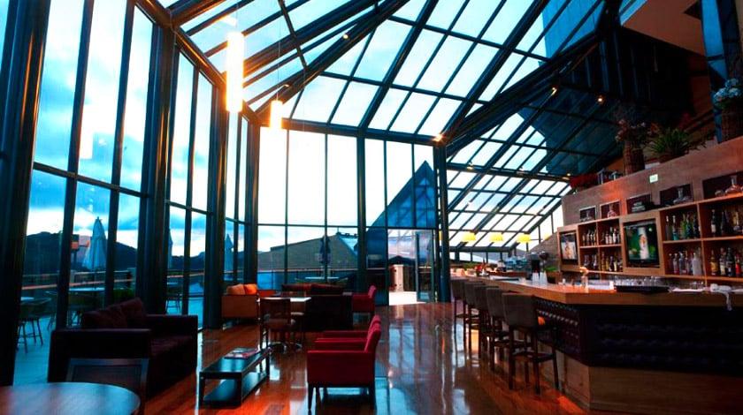 Lobby do Blue Mountain Hotel & SPA, um dos hotéis em São Paulo para viajar na quarentena