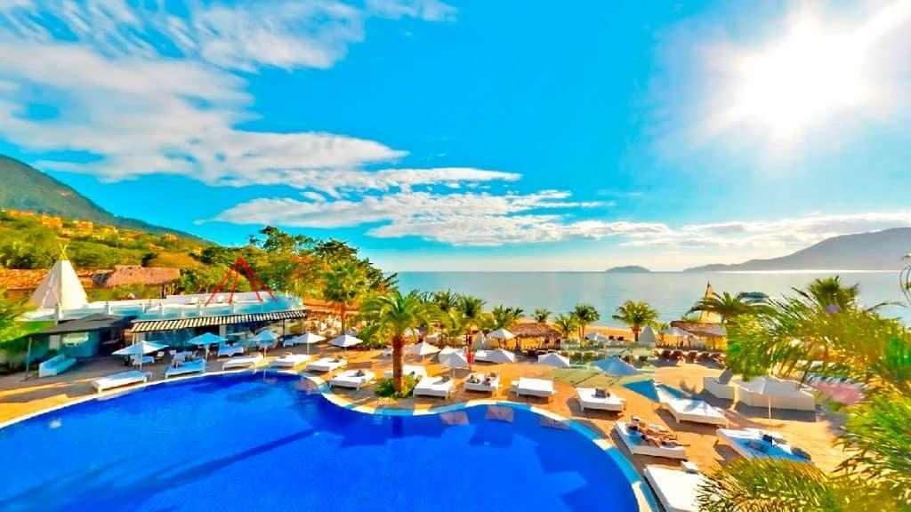 Piscina do DPNY Beach Hotel & SPA