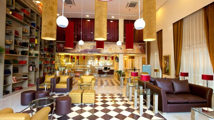 Foto do lobby do hotel Vila Galé Paulista