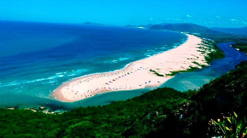 Praia Guarda do Embaú, em Santa Catarina