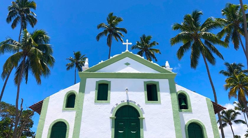 Capela de São Benedito, na Praia dos Carneiros