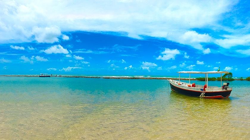 Piscinas naturais formadas na Praia dos Carneiros
