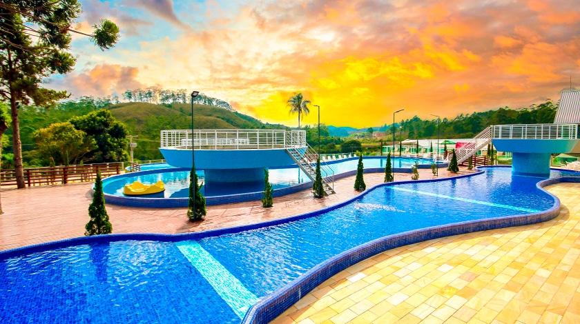 Piscina e pôr do sol Cassino All-Inclusive Resort