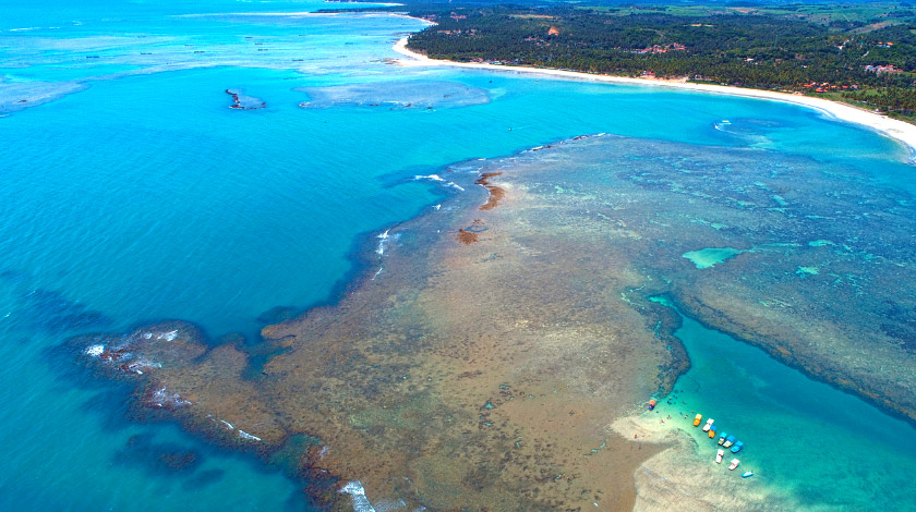 Vista aérea das piscinas naturais de São Miguel dos Milagres